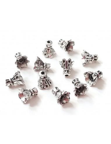 Capacele decorative conice argintii petale 7 x 6 mm